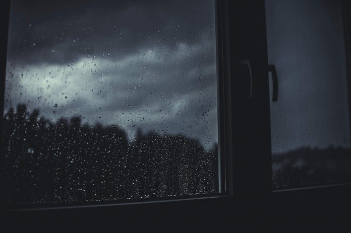 deszcz za oknem